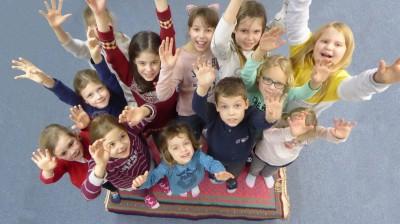 Der fliegende Teppich mit den Chorkindern Ingrid Guckenberger
